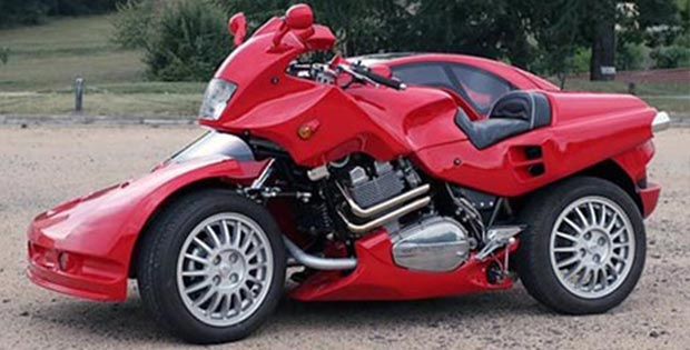 Motobike-cum-car. Side view.