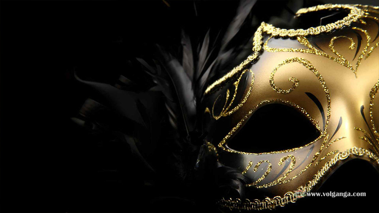 Masquerade Masks, Venetian Masks, Mardi Gras Masks Masquerade masks, Venetian masks and Mardi Gras masks make quick and easy Halloween costumes when you don't have time for something elaborate. Simply coordinate your outfit with the color and style of mask and voila you've got a classy Halloween costume that's appropriate for office.