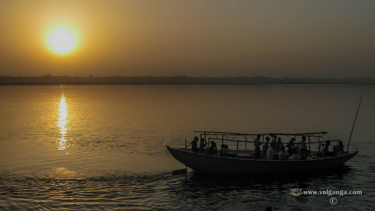 Sunrise at Ganges, Varanasi (India)