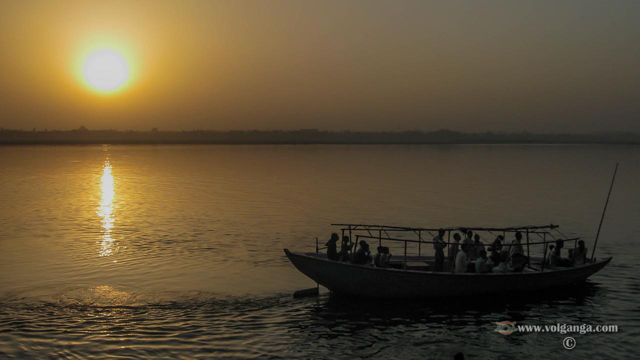 Sunrise at Ganges, Varanasi (India)