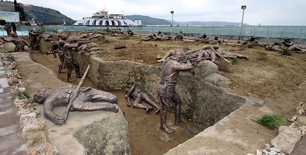 World war scene with real-size statues, Eceabat, Turkey