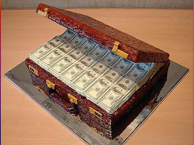 Awesome money suitcase cake