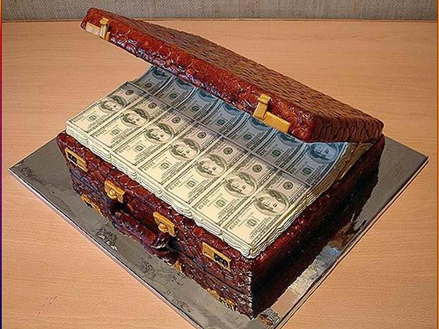Awesome money suitcase cake