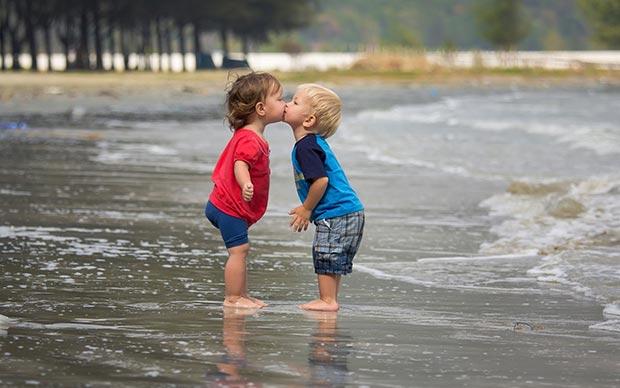 Kids (children) kiss
