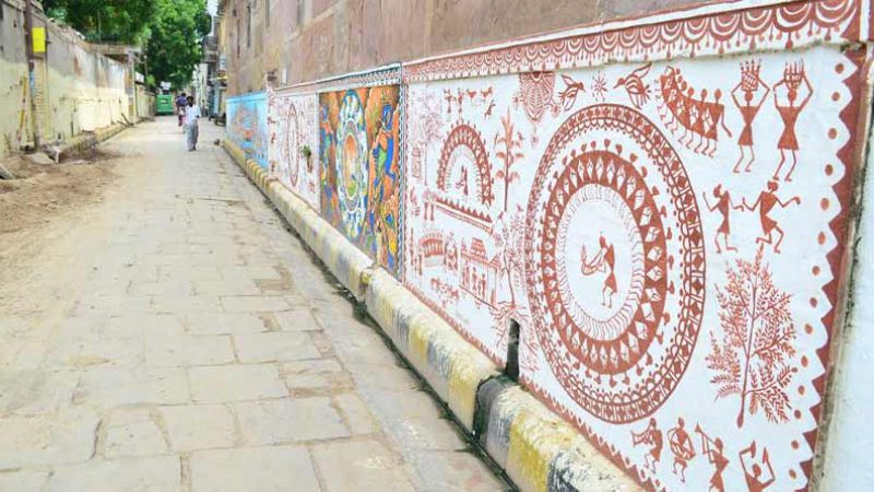 By-lane street art in Kashi