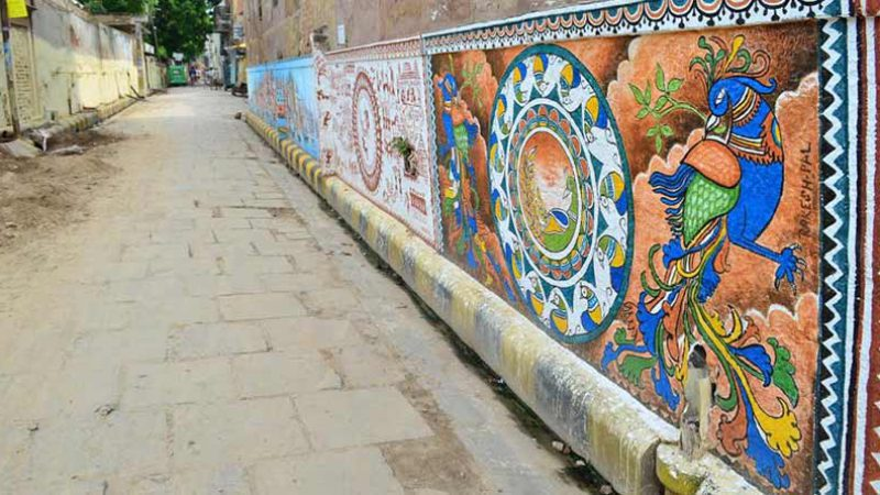 By-lane wall art in Kashi