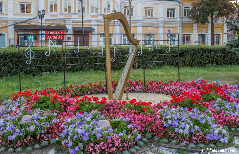 Musical flowerbed in Yaroslavl, 2016