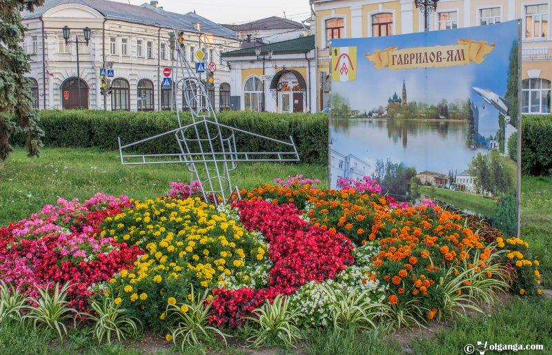 Flowerbed by Gavrilov-Yam town, Yaroslavl, 2016