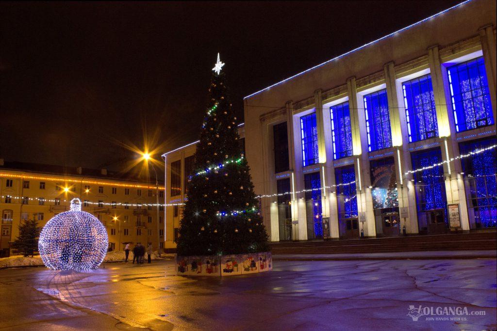 Yubileynaya Square in Yaroslavl on New Year Eve 2017